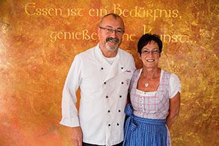 """Herbert und Inge Mayerhofer führen seit zehn Jahren den Gasthof """"Zum Alten Wirt"""" in Seeon."""