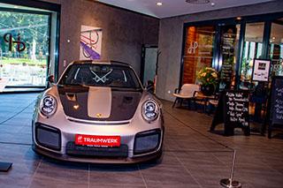 Foyer des Porsche-Traumwerks in Aufham.