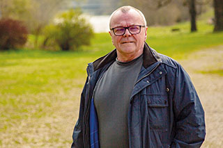 Der Kulturarbeiter: Muk Heigl startet in Baumburg seine elfte Kultursommer-Saison